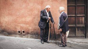Dwoje staruszków