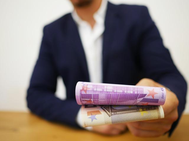 Podawanie pieniędzy
